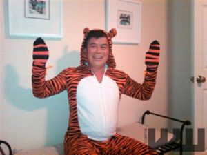 http://usbacklash.org/wp-content/uploads/2011/07/Democrat-Rep-David-Wu-In-Tiger-Costume-300x225.jpg