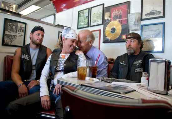 Biden seems to be groping a customer while at a campaign stop