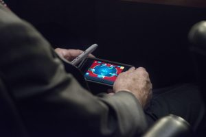 Worthless Fake-Conservative Loser John McCain Has Attention Span of 2nd Grader - Plays Poker on Phone While in Hearing