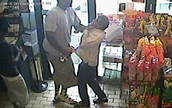 Ferguson-Criminal-Mike-Brown-Strong-Arm-Robbing-Liquor-Store-Minutes-Before-Death