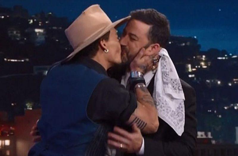 kimmel-kissing-men-johnny-depp05